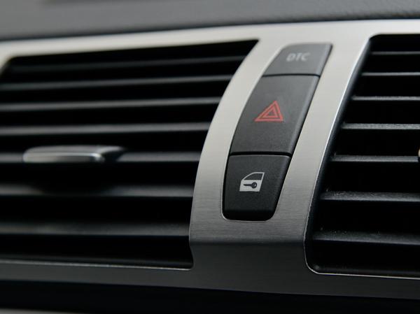 BMW 1シリーズ E87 E82 E88 エアコン吹出し口 センター アルミ製パネル ヘアライン仕上げ エアコン噴出し口 中央 アルミパネル////////////_画像3