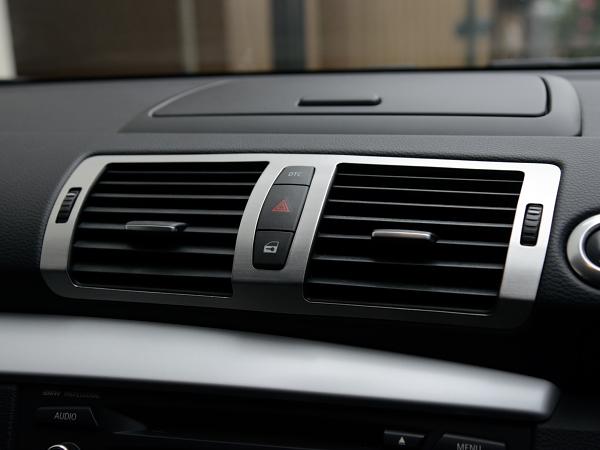 BMW 1シリーズ E87 E82 E88 エアコン吹出し口 センター アルミ製パネル ヘアライン仕上げ エアコン噴出し口 中央 アルミパネル////////////_画像1