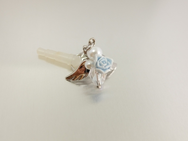 【handmade】天使チャームのイヤホンジャックピアス 青薔薇
