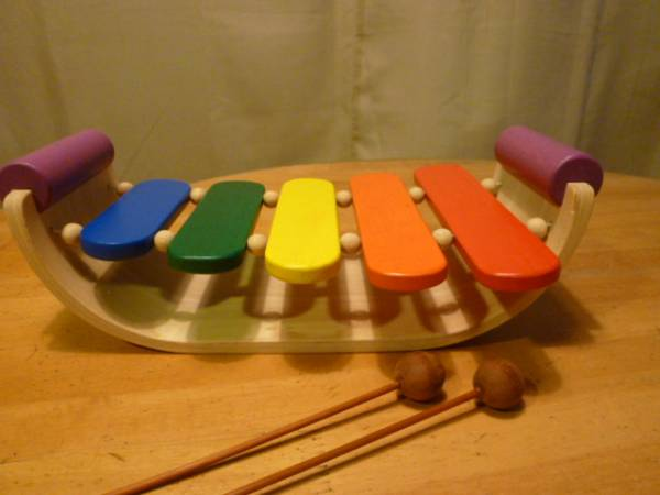 PLAN TOYS 木製の舟形の木琴_画像2