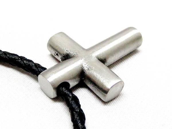 十字架★シンプルクロス★お兄系★アウトロー★レザーネックレス_無垢材でずっしりとした重量感があります。