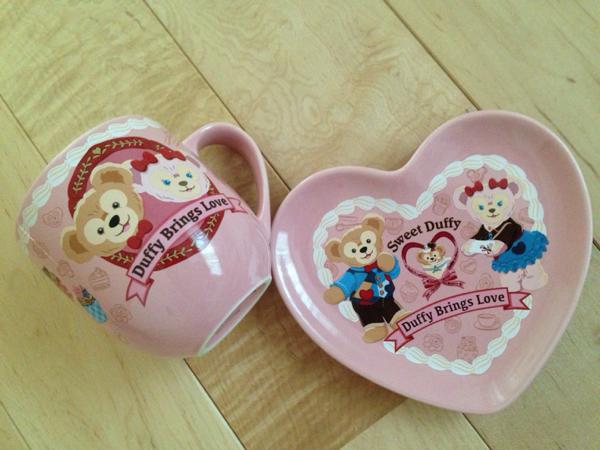 即決◆ ダッフィー シェリーメイ スーベニアカップ & 皿 セット ディズニーシー バレンタイン スウィート 2016年 ディズニーグッズの画像