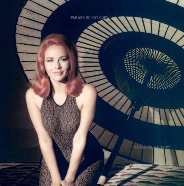 1967年 007は二度死ぬ カリン・ドール フォト3枚付き