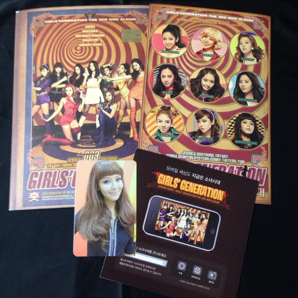 公式 韓国版Hoot CD スヨン トレカ&ステッカー付 美品 少女時代/テヨン ジェシカ ユナDVD Blu-ray サイン コンサートグッズの画像