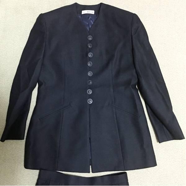 f マダムREVI ボタンが個性的な濃紺 スーツセット スカート_画像1