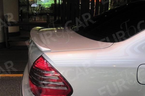 ベンツ W211 各色塗装済 リアトランクスポイラー_画像1