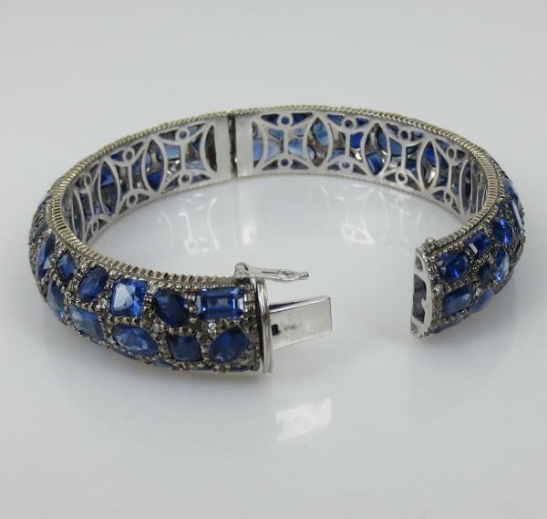 新古品《53ct ダイヤモンド&ブルーサファイヤ》18Kバングル_画像3