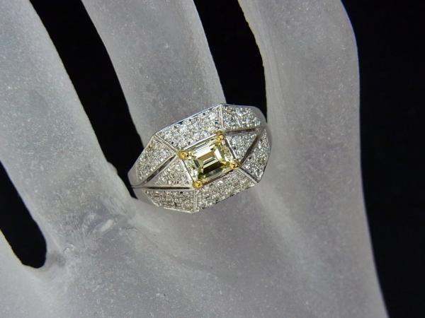 ありがとうございます送料込みの即決価格!綺麗な角型天然イエローダイヤモンド0.739ct プラチナ製 リング 卸価格でご奉仕_画像5