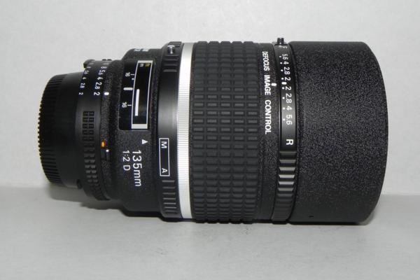 **中古品 Nikon AF DC-NIKKOR 135mm/f 2D レンズ❿*_画像1
