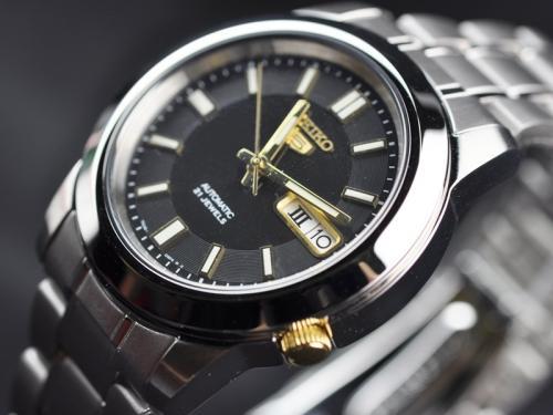 【1円】【逆輸入SEIKO5】【完売品】【新品】【正規品】セイコー5 メンズ 自動巻き 腕時計 ブラック×ゴールドダイアル ステンレスベルト