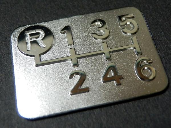 Tuningfan メッキ 6MT シフトパターン プレート 6速マニュアル車用 左上R エンブレム シール マニュアル バッジ ステッカー 縦16mm 横22mm_メッキ6MTシフトパターン左上R 6