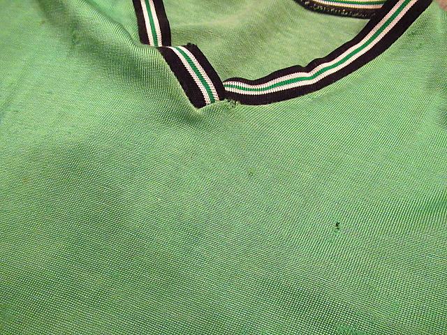 ビンテージ60's70's★レーヨンアスレチックTシャツ緑sizeM★50's80's古着黄緑Vネック半袖シャツメンズスポーツ卸_フロントに穴や擦れ