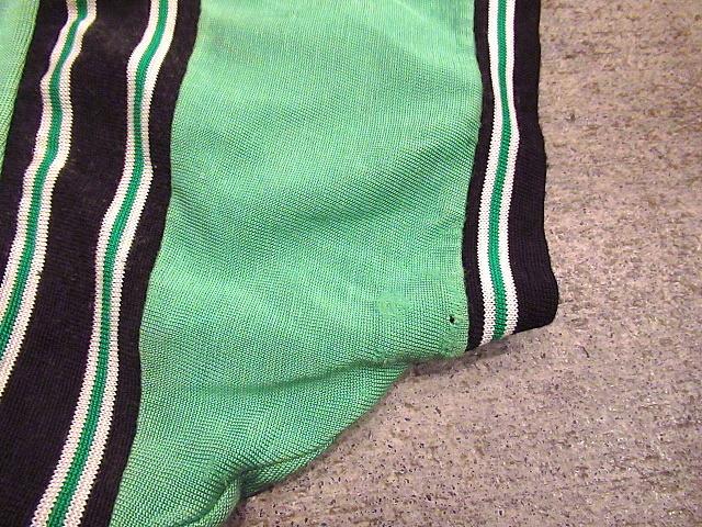 ビンテージ60's70's★レーヨンアスレチックTシャツ緑sizeM★50's80's古着黄緑Vネック半袖シャツメンズスポーツ卸_左袖に穴や擦れ