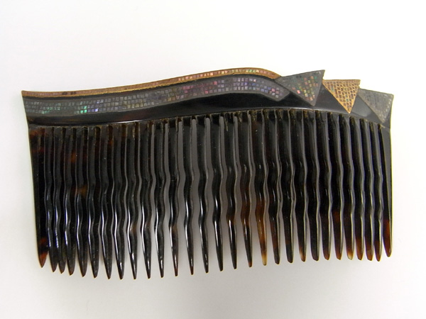 【Yongguang made] this tortoiseshell mother-of-Pearl 金蒔絵 comb antique