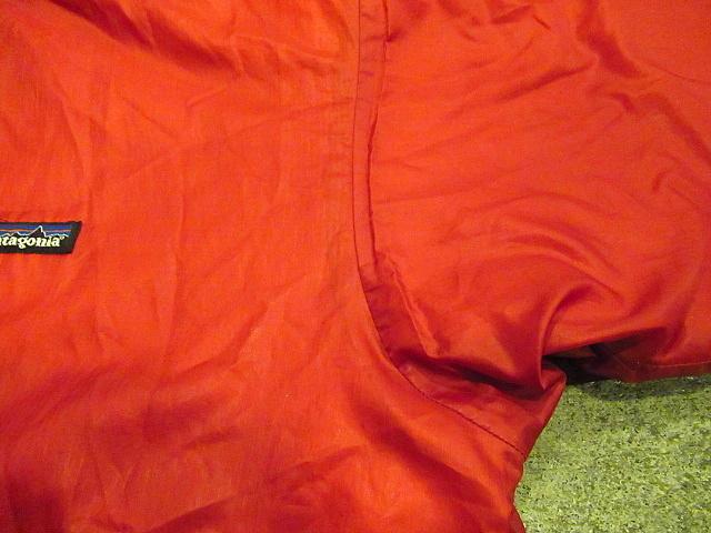 Patagoniaパフボールセーター 赤sizeS★パタゴニアアウトドア古着中綿マウンテンパーカダスパーカーダウンジャケット男女兼用83970FAレッド_左脇にシミ