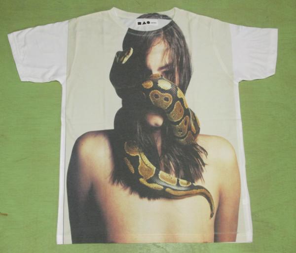 ●大きなプリントTシャツ●『ニシキヘビと女』/L_画像1