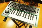 Roland SYSTEM-1 25鍵盤シンセサイザー 新品同様/Aira[UC206]