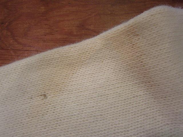 ビンテージ70's★DEADSTOCK Poriscopeハイネックアンゴラニットワンピース★60's80's古着屋卸ホワイトレトロロング_左袖の汚れと穴