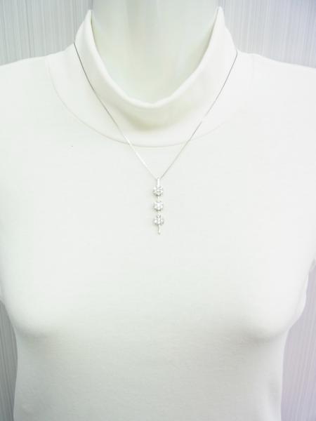送料込みの即決価格!色んな形で使える!上質天然ダイヤモンド合計1.5ct 18金ホワイト製ペンダントネックレス 卸価格でご奉仕_画像6