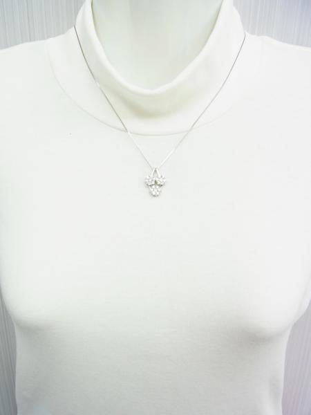 送料込みの即決価格!色んな形で使える!上質天然ダイヤモンド合計1.5ct 18金ホワイト製ペンダントネックレス 卸価格でご奉仕_画像7