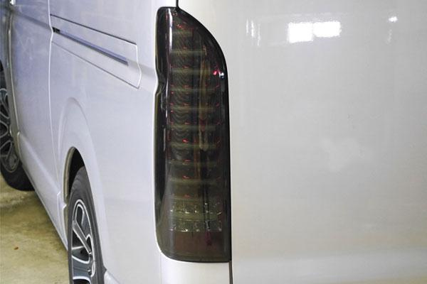 ●トヨタ ハイエース200系フルLEDファイバーテールスモーク×赤_画像4