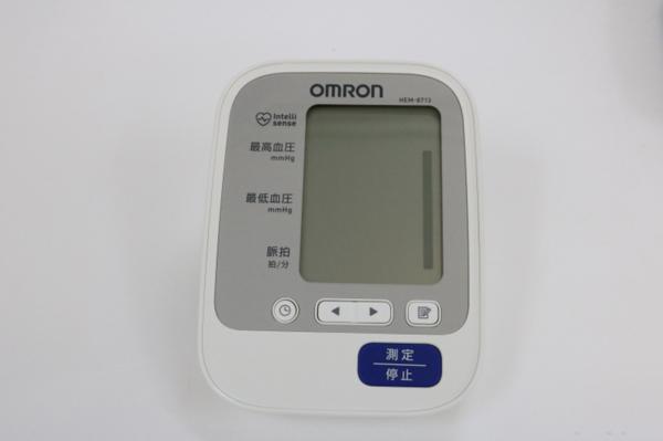 未使用品 通電確認済み オムロン OMRON 上腕式血圧計 自動電子血圧計 HEM-8713_画像2