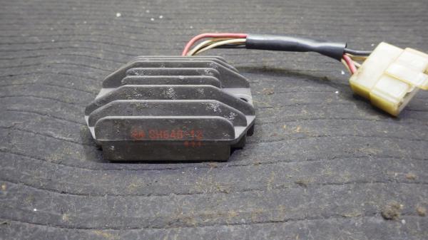 ヤマハ SR400 1JR レギュレーター Y132-38_画像4
