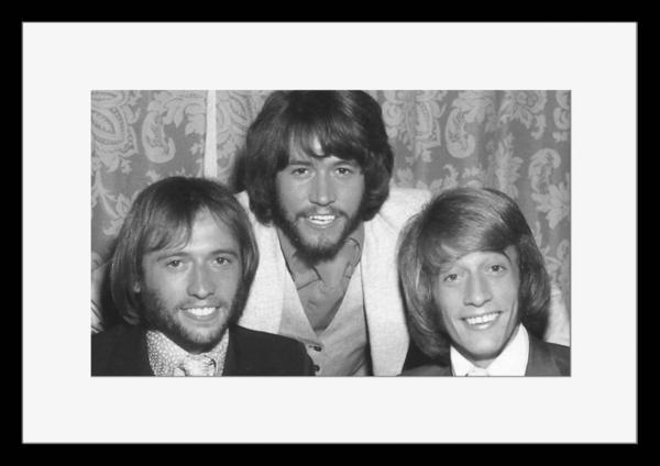 BW:人気ボーカルグループ!ビージーズ/Bee Gees/モノクロ写真フレーム-3