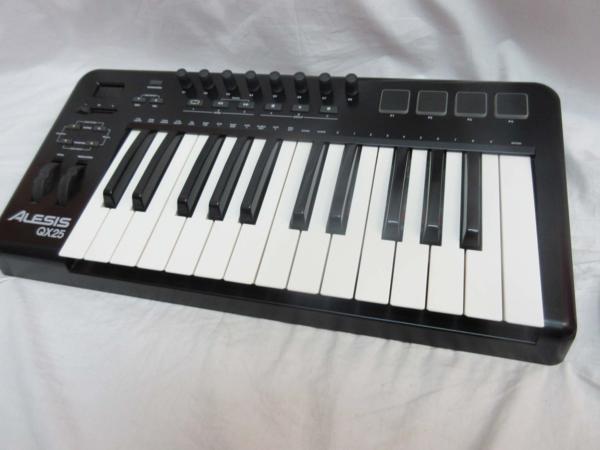 □ALESIS アレシス USB/MIDIコントローラー キーボード□/B