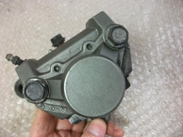 【BST】★ヤマハ SRX600 1JK 純正 右 ブレーキキャリパー_画像2