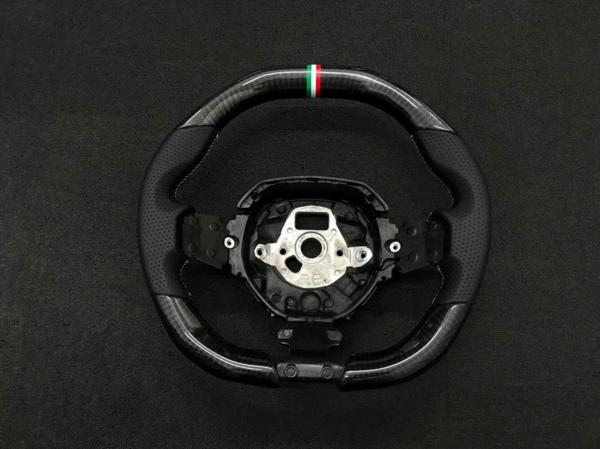 ランボルギーニ/アヴェンタドール/ブラック/カーボン/パンチング/レザー/ステアリング/イタリア柄/トリコロール/ステッチ/Aventador_画像2