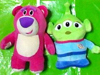 トイストーリー ファンファンサニー スーパージャンボぬいぐるみ 全2種 ロッツォ・ハグベア リトルグリーンメン ディズニーグッズの画像