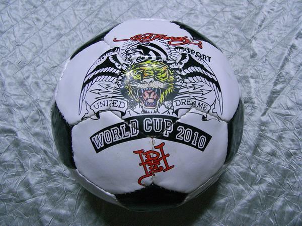 エドハーディー ED HARDY 2010ワールドカップ記念サッカーボール