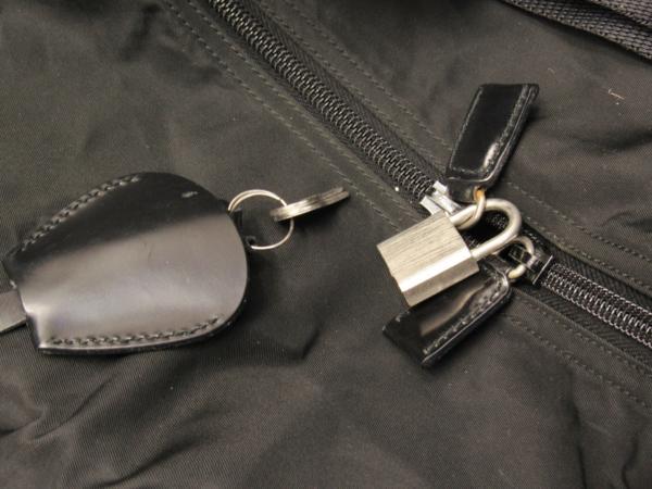 プラダ PRADA 大型 2WAY ショルダー付 ボストン ナイロン バッグ 鍵付 旅行 出張 に_画像4