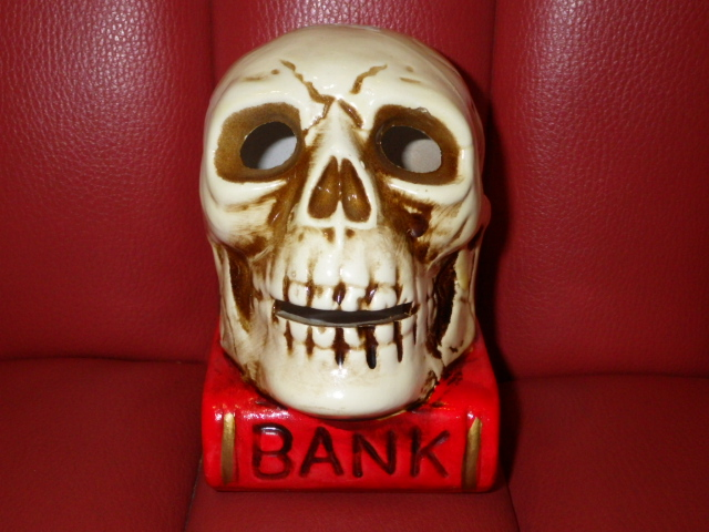 One bite successful bid ★ 60 'S ★ skull on book ★ coin bank ★ skull ★ savings box ★ bank ★ vintage ★ skull ★ iceco ★