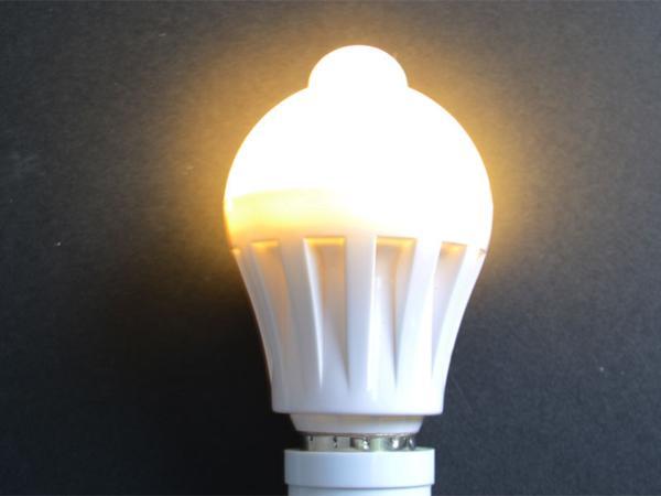 ○省エネLED電球 口金E26人感センサー付き5W2個セット 電球色 02_画像2