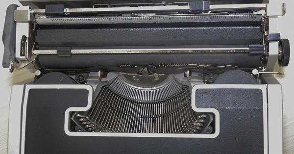 127●○タイプライター Olivetti Lettera DL ケース付 現状品○●_画像3