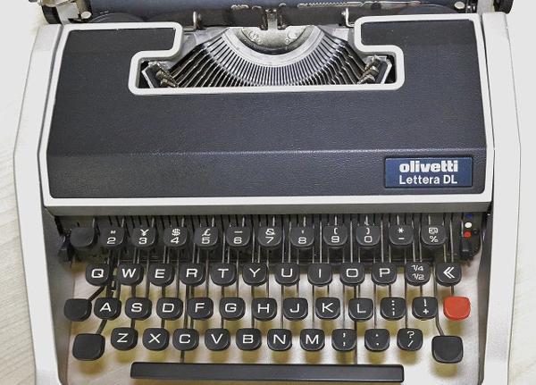 127●○タイプライター Olivetti Lettera DL ケース付 現状品○●_画像2