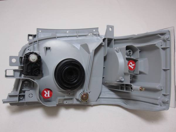 ハイエース200系 ヘッドライト 純正タイプレベライザー付き_画像2