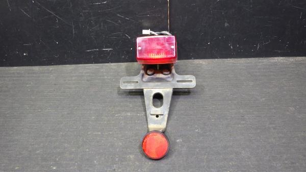 スズキ グラストラッカー NJ47A テールランプ 割れなし S127-41_画像1