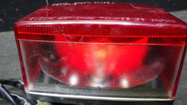 スズキ グラストラッカー NJ47A テールランプ 割れなし S127-41_画像5