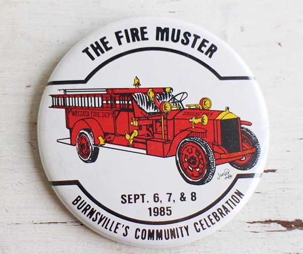 ★80s THE FIRE MUSTER 缶バッジ★ビンテージ オールド ピンバッジ 消防車_画像1