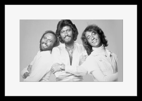 BW:人気ボーカルグループ!ビージーズ/Bee Gees/モノクロ写真フレーム-1