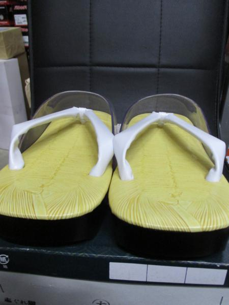 【日本製】男性用 雨用  草履 ぞうり 時雨履き しぐればき 白鼻緒 ウレタン底 Lサイズ 25.5cm 26.0cm 26.5cm_泥はね防止加工